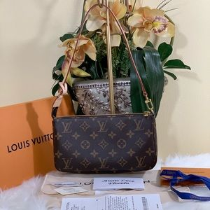 Authentic LV: Pochette Accessories in Monogram